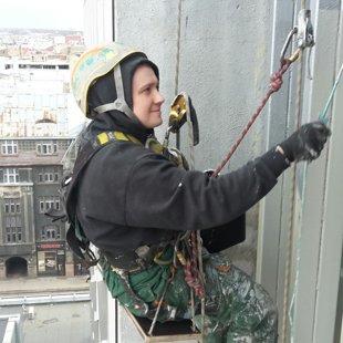 Rīgas modes, starppaneļu šuvju renovācija, metāla konstrukciju metināšana un krāsošana